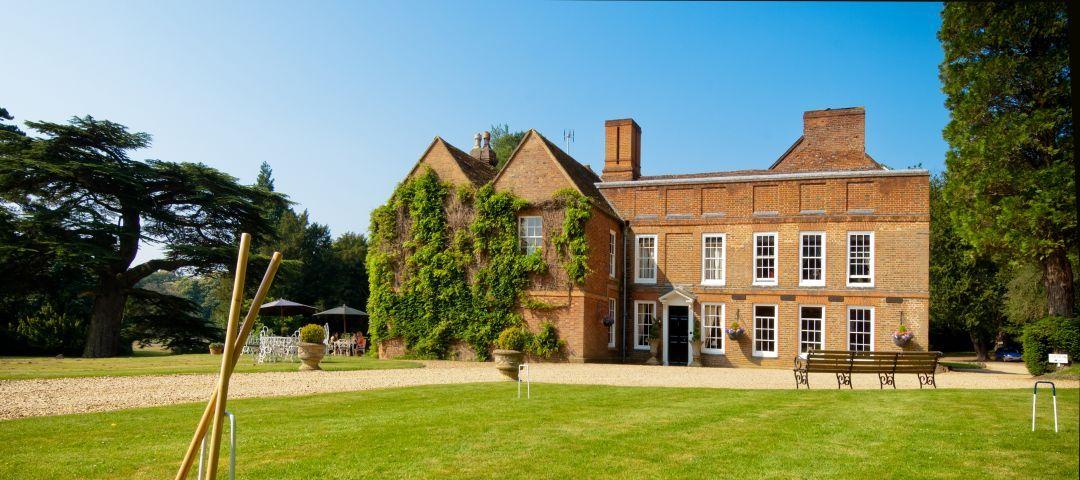 Menzies-Flitwick-Manor-Exterior-Banner