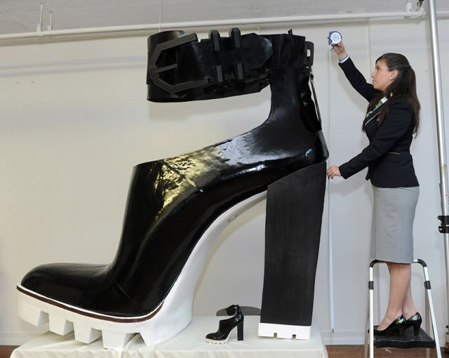 guinness-world-records-day Kenneth Cole World's Largest High Heeled Shoe