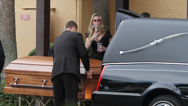 jackie siegel less than tearful at daughter victoria 39 s memorial service jewish business. Black Bedroom Furniture Sets. Home Design Ideas
