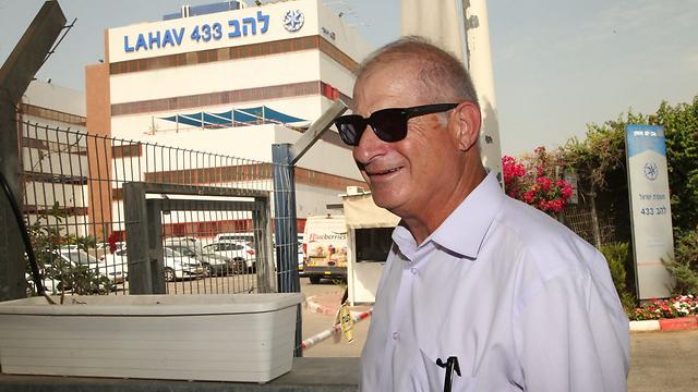 Shimron arrives at the Lahav 433 offices for questioning (Photo Yariv Katz)