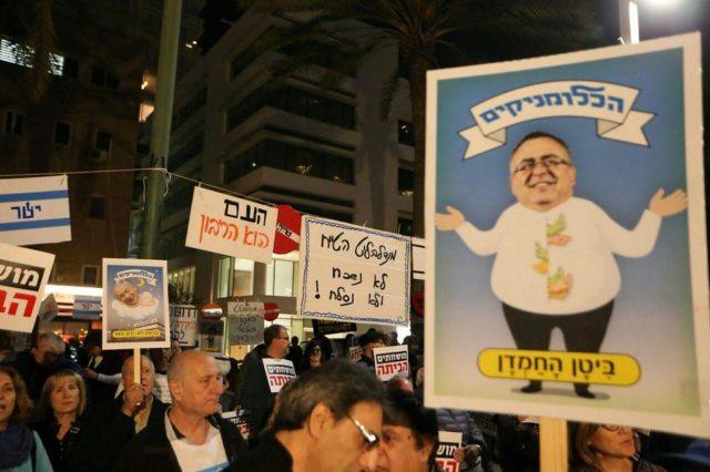 Satirizing PM's attorney David Shimron (Photo Moti Kimchi) Sign saying 'Greedy Bitan' (Photo Moti Kimchi)