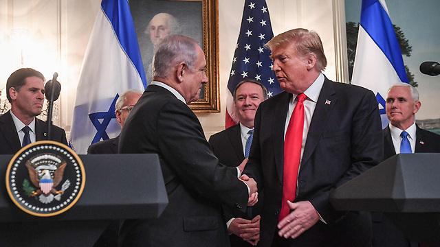 Netanyahu and Trump shake hands