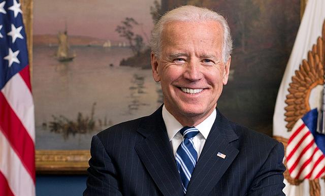 Joe_Biden_official_portrait_2013 wikipedia 640X